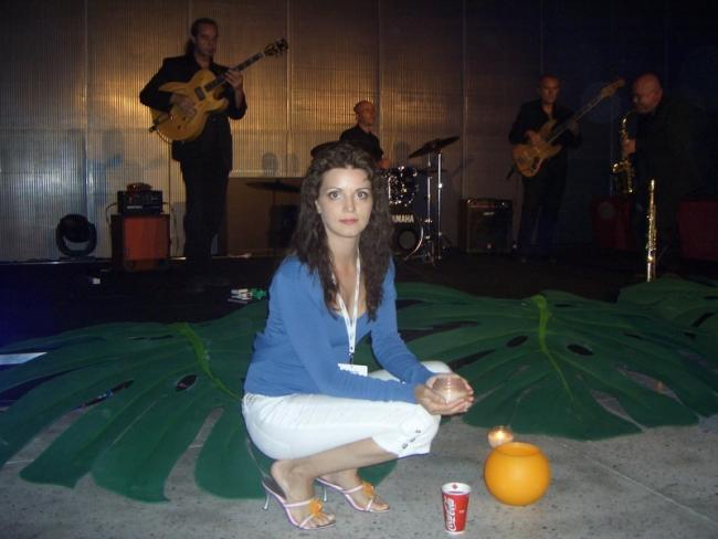 Катя на фоне Джазового оркестра