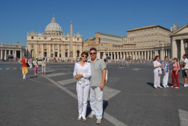 За нами Ватикан Площать Петра у Римского Папы
