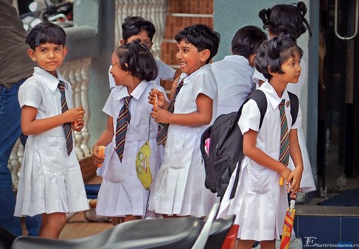 Shkolnici v Kandy