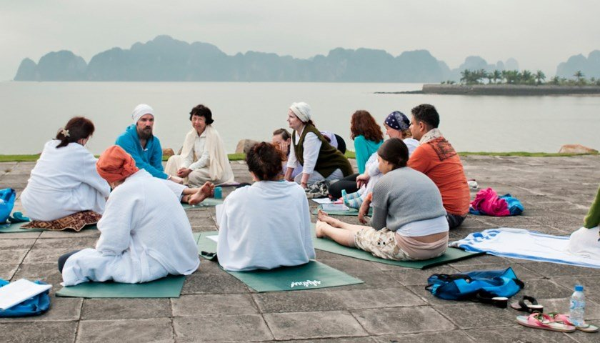 Кундалини йога во Вьетнаме с Алексеем Меркуловым