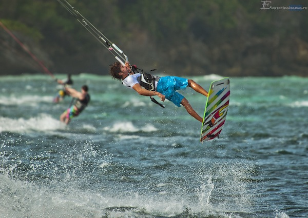 Серфер на Филиппинах