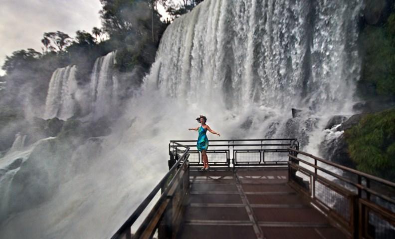 Катя у водопада Игуасу