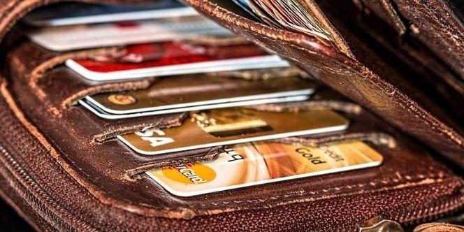 Дебетовая карта против кредитной карты с бесплатным обслуживанием