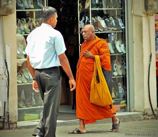 На Шри-ланке в Канди тоже процветает Буддизм
